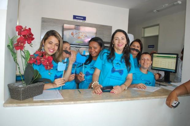 Equipe de profissionais da Policlínica durante a ação do Novembro Azul