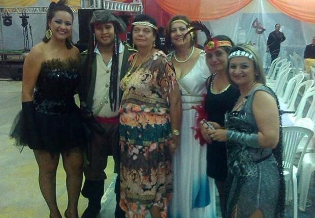 ed16f0127 Baile a Fantasia marca comemorações do Dia do Professor em Alhandra ...