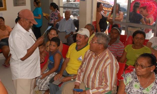 Pacientes aguardam para serem atendindos pelo urologista da Policlínica de Alhandra