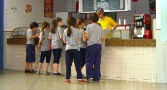 Proibi o de venda de refrigerantes nas escolas come a a for Propuesta para una cantina escolar