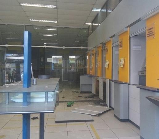 Grupo assalta banco no interior da para ba usando a chave for Banco exterior agencias