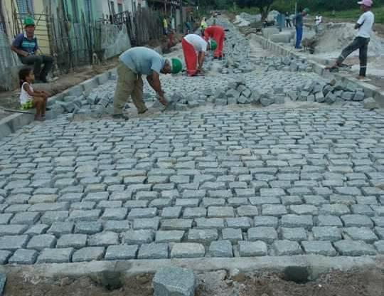 Prefeito Renato Mendes vistoria obras de pavimentação em Nova Descoberta que terá 1ª rua com calçamento