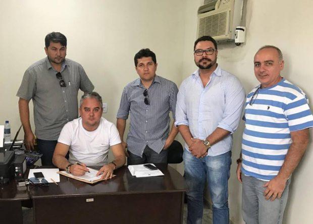 Prefeito assina ordem de serviço para obras que liga Nova Alhandra ao Conjunto Antônio Mariz