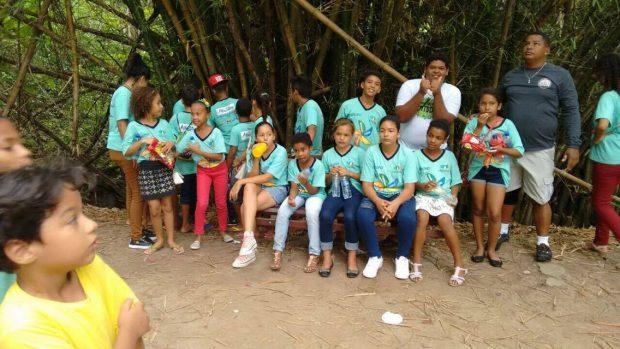 Crianças e adolescentes do Serviço de Convivência de Alhandra têm dia de lazer na Bica
