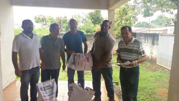 Secretaria de Agricultura de Alhandra em parceria com a EMATER distribui sementes para agricultores