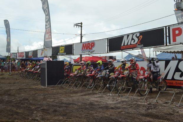 Etapa do Paraibano e Arena Nordeste de motocross movimentou Alhandra durante programação de emancipação