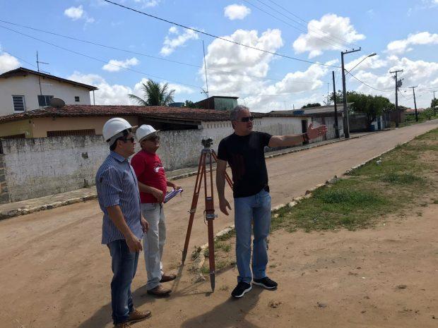 Prefeitura de Alhandra realiza topografia para refazer calçamento e iniciar grande obra no entorno do ginásio 'O Wilsão'