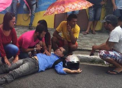 Resultado de imagem para Vídeo flagra momento em que 'Repórter Águia' sofre grave acidente de moto, em JP; vídeo