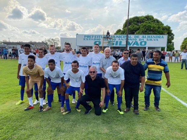 Prefeito reinaugura estádio 'O Silvão' com início do campeonato Alhandrão de Futebol e anuncia campo society